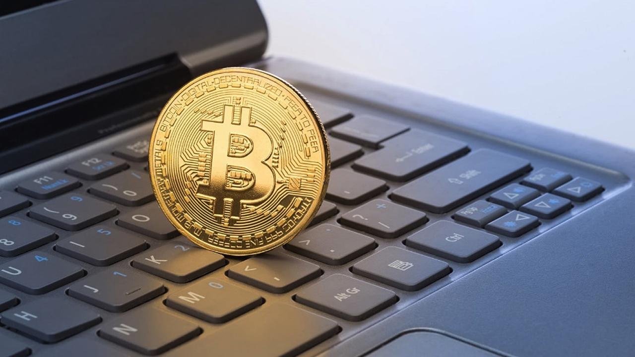 klón bitcoin)