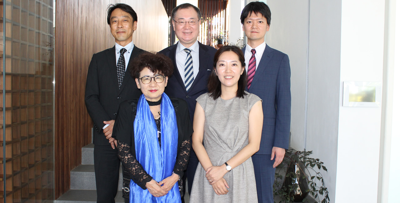 Oshiété! Nippon guest speakers with His Excellency Yoshiharu Kato, Ambassador of Japan (From left to right) – Dr Ken Masuda (University of Nagasaki), Dr Rie Koike (Tokoha University), Dr Kazuyo Ideue (University of Kyoto) and Dr Takeyuki Tokura (University of Keio).