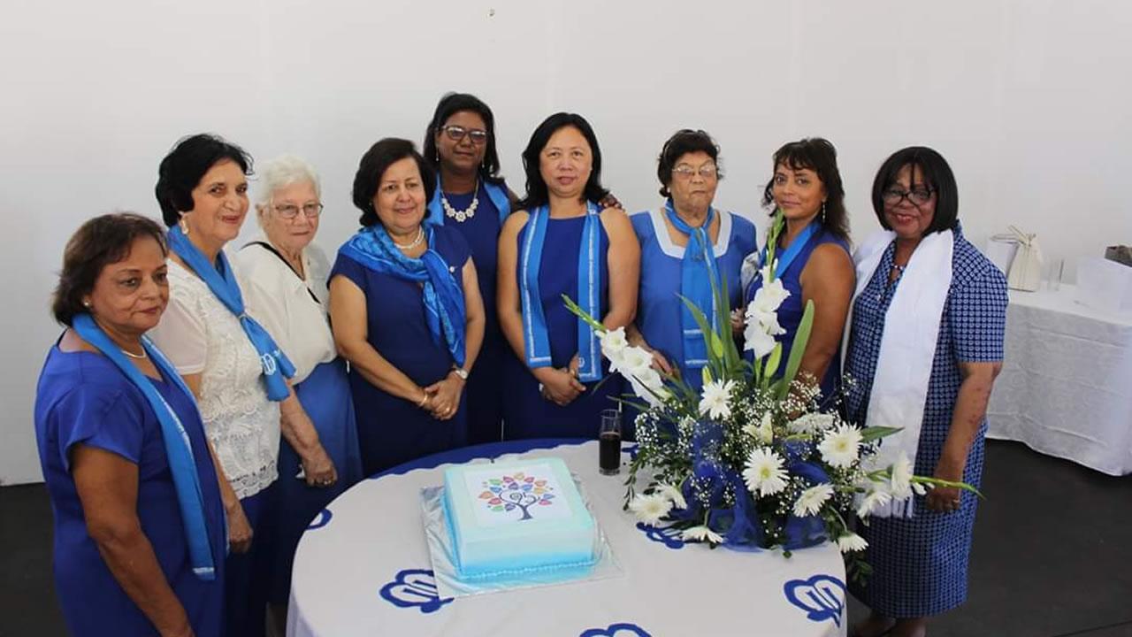 Kamla Ernest accompagnée des membres de l'Union des mères pour le 95e anniversaire.