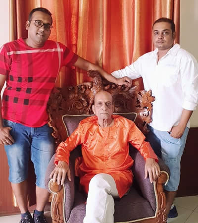 Ramesh Ramsahye Maraz with his two sons Ashutosh and Chandan.