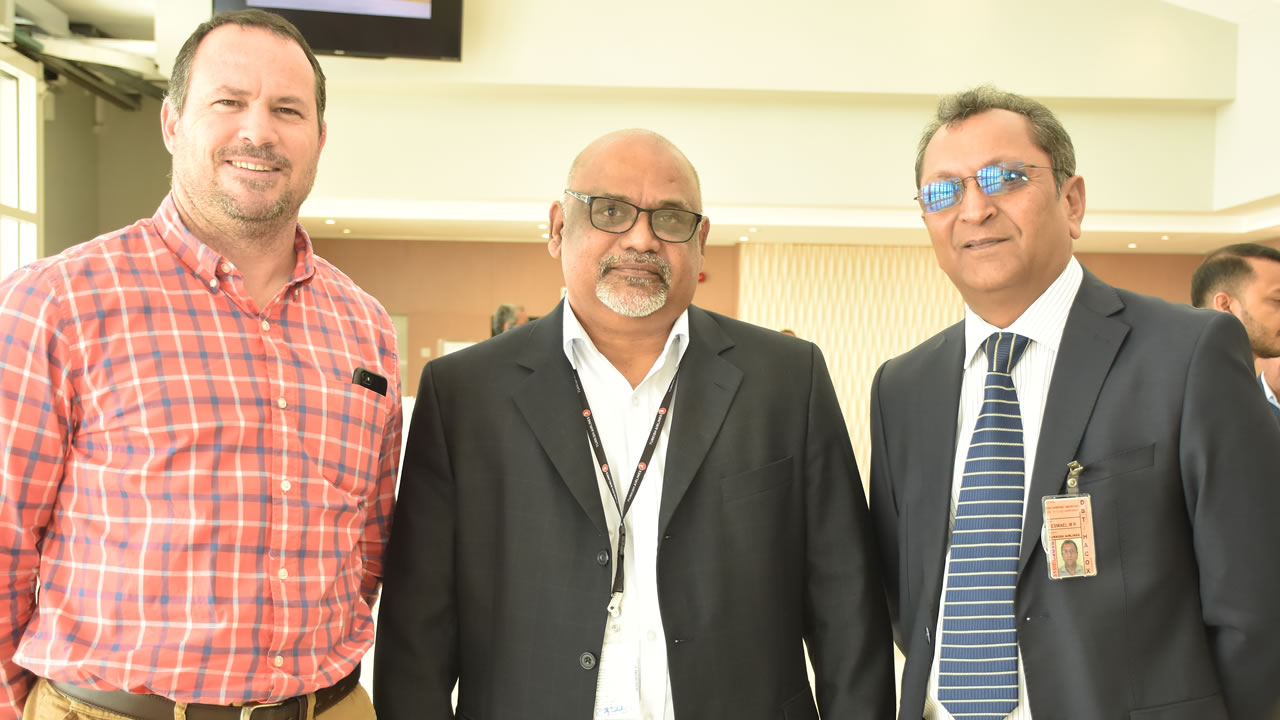 Olivier Nairac, General Manager de Beachcomber Catering, Denis Appavoo, Country Manager de GSA Cargo Mauritius et Riaz Ismael, Managing Director de M & C Aviation.
