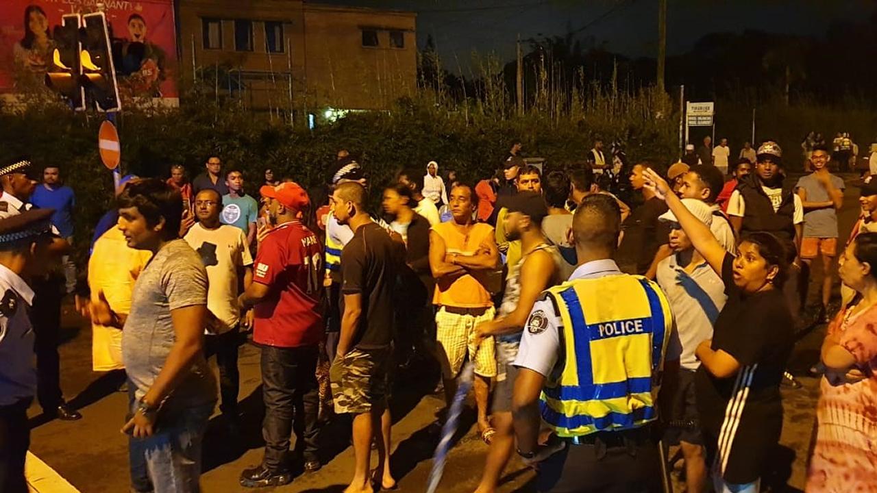 La tension était palpable dans certains quartiers de Curepipe samedi soir.