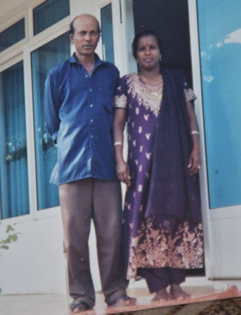 Bijaye et Sheela, les parents de Rakesh.