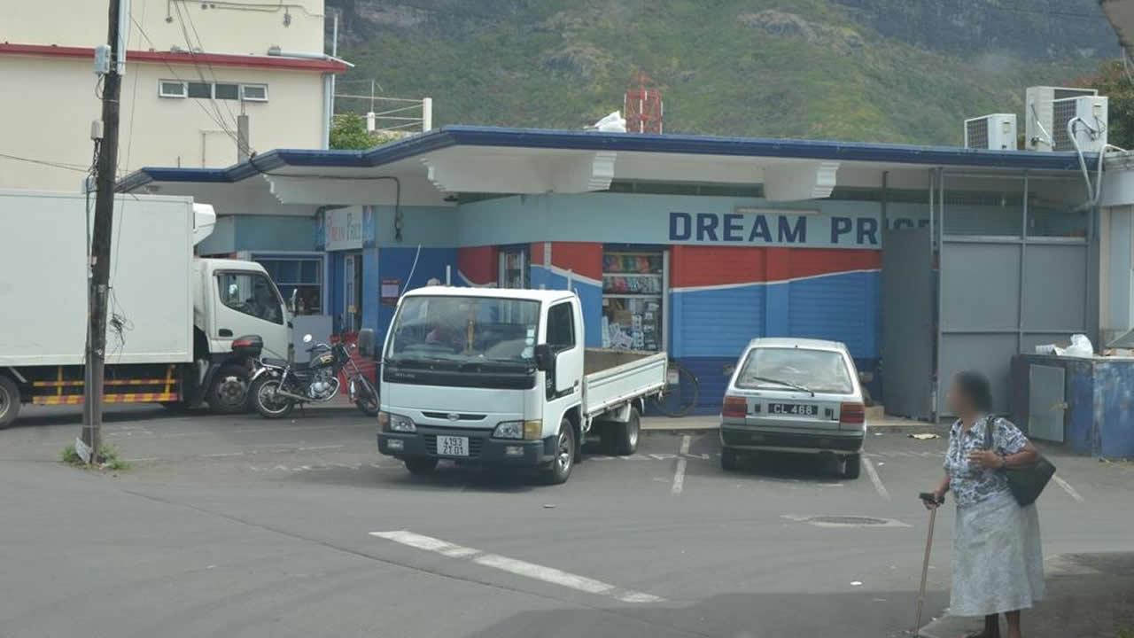 Depuis lundi, Dream Price ferme  ses portes à 19h30.