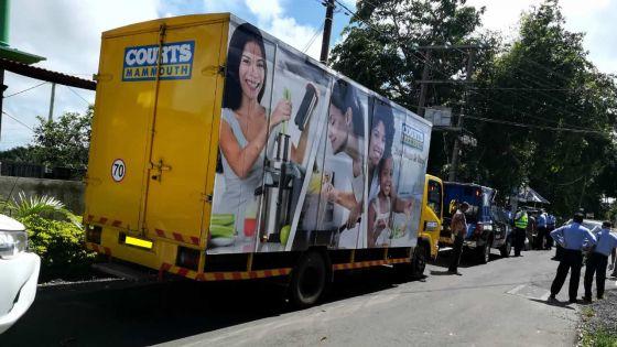 Couvre feu : Courts Mammouth met neuf camions et trois vans à la disposition du PMO