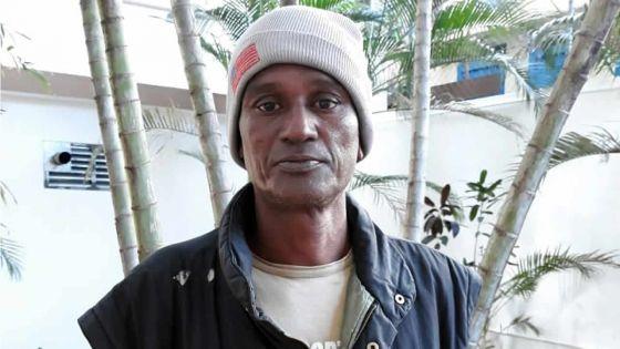 Appel à solidarité : Mario Empeigne réclame des feuilles de tôle pour compléter sa maison