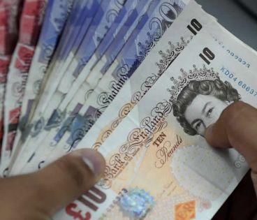 La livre sterling s'envole après les estimations donnant une large majorité à Johnson