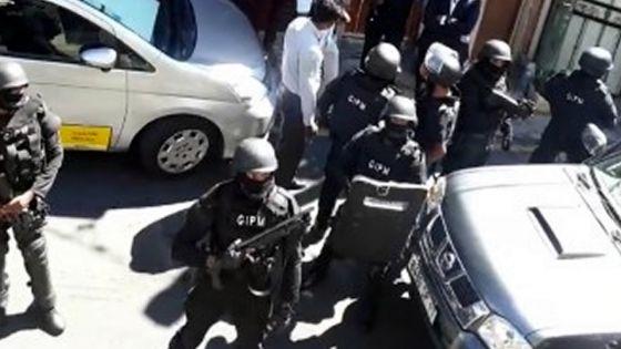 Yassin Meetoo retrace son parcours : la police face à l'hostilité d'un groupe d'individusà Vallée-Pitot