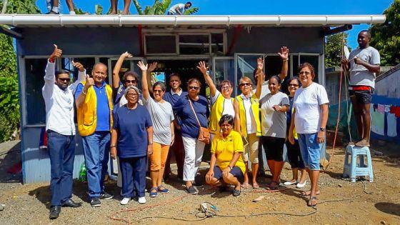 Camp-Diable : des bénévoles refont le toit du club de l'association ZCD