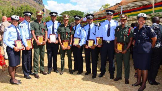 467 nouvelles recrues dans la force policière : une académie de police en préparation et récompenses pour les policiers lors des 10es JIOI