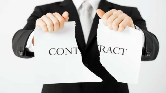 Licenciement injustifié allégué : le ou la licenciée est obligé(e) d'attendre le verdict du tribunal