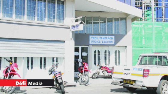 Un pharmacien de la capitale porte plainte contre un haut-gradé de la police