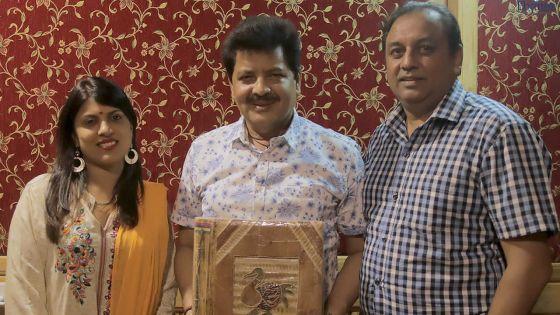 Na Tere Bin Aaye : Udit Narayan et Alka Yagnik chantent pour un Mauricien
