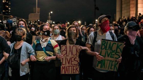 Les manifestants américains bravent le coronavirus pour le bien de la nation
