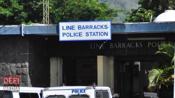 La carte bancaire d'un foreman de Larsen & Toubro Metro Express volée