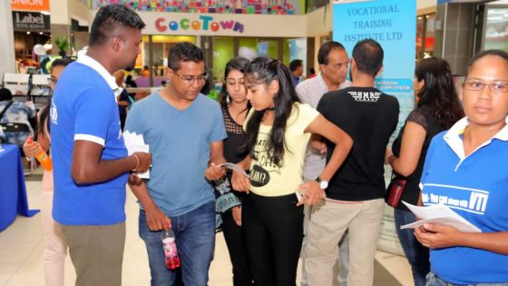 Job career and Education fair à Trianon : les offres d'emplois et d'études expliquées
