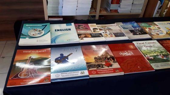 Au cœur de l'info : la gratuité des manuels scolaires aux élèves des grades 7 à 9 fait débats