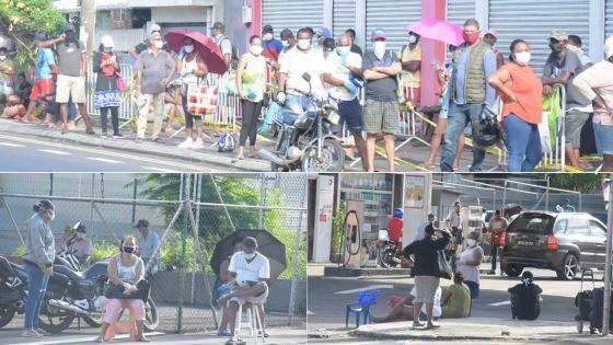 [En images] Sainte-Croix : longue file d'attente devant les supermarchés