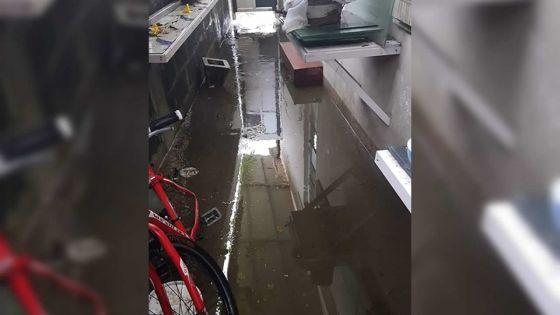 À Lapeyrousse, Curepipe : refoulement d'eau usée à chaque pluie
