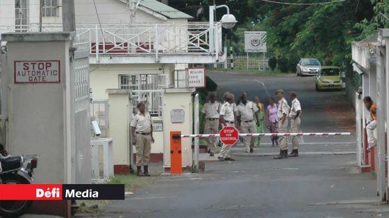 Covid-19 : deux gardiens au centre de quarantaine de la prison positifs