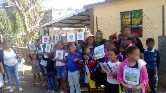 Journée de l'Enfant africain : des livres offerts à une centaine d'enfants
