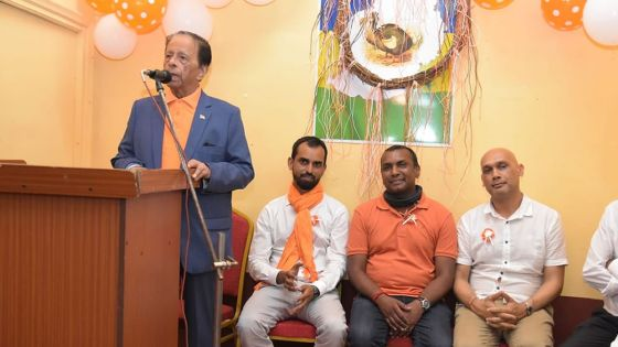 «Si Pravind n'est pas PM, mwa mo pou ne pli la [...] Mo pou dir Pravind osi lav la main ar sa», dit SAJ
