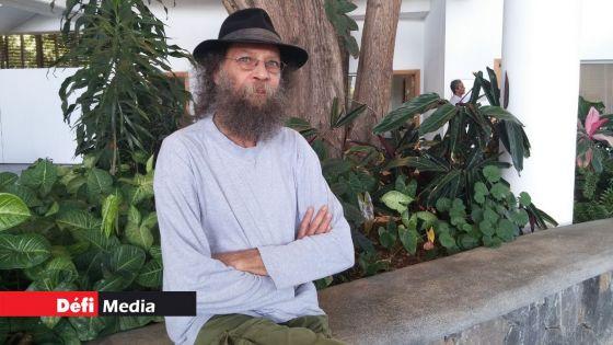 Le ministre des Arts et du patrimoine culturel Avinash Teeluck rend hommage à Firoz Ghanty