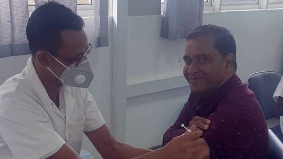 Vacciné contre la Covid-19 -Dr Aumeer : «Je l'ai fait sans aucune crainte»