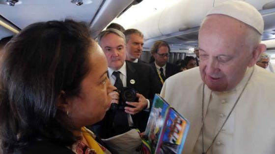 Vol papal en route pour Maputo :Ambiance cordiale entrele pape et la presse