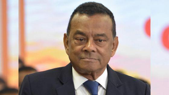 Lundi à Trèfles :Collendavelloo qualifie les fonctionnaires de «paresseux»