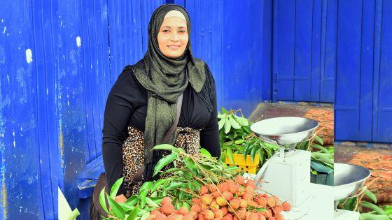 Meena, marchande de litchis : il faut avoir de l'art pour travailler en public