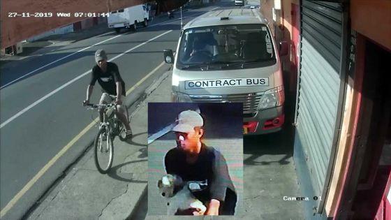 À Terre-Rouge : un voleur de chien se déplaçant à vélo