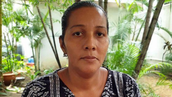 Traitements en France : la mère de Noémie remercie les membres du public
