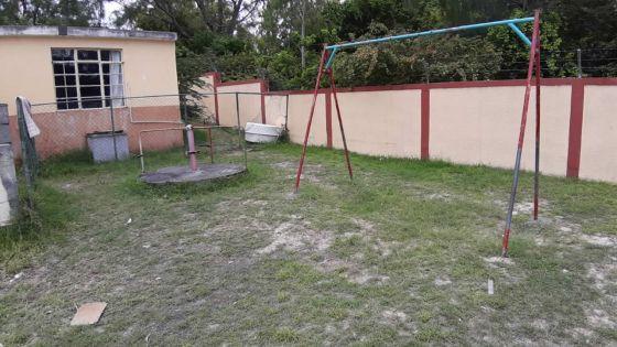 À l'école du gouvernement de Cap-Malheureux : les toilettes qui menacent de s'écrouler représentent un danger pour les élèves