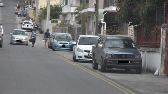 Stationnement illégal à la rue Harris : l'inspecteur Shiva Coothen appelle au bon sens des automobilistes