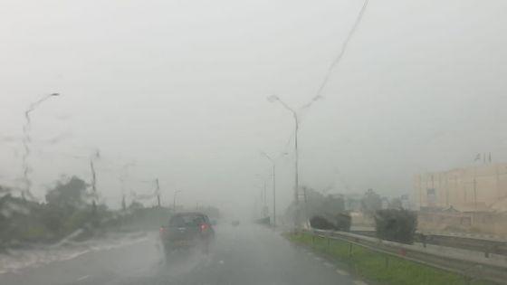 Avis de fortes pluies : une bande nuageuse active associée à la tempête s'approche de Maurice