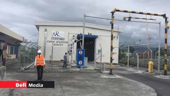 Surveillance, lutte contre la drogue et livraison des marchandises : environ 70 douaniers déployés sur le terrain