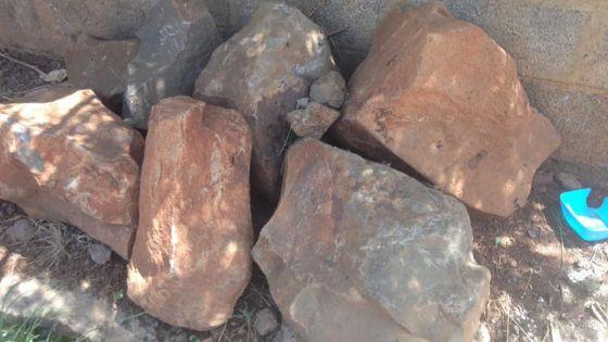 Le Hochet, Terre-Rouge : de grosses pierres n'ont pas été enlevées après des travaux de drains