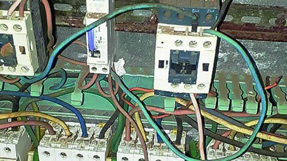 À Goodlands : des boîtiers électriques laissés à découvert aux risques et périls