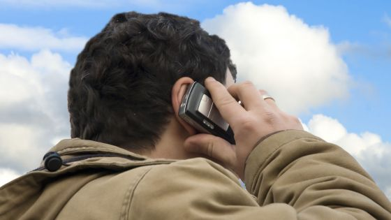 Téléphonie et Internet : comment diminuer son exposition aux ondes électromagnétiques