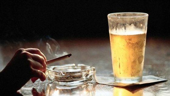 La hausse du prix du tabac et de l'alcool ne freinent pas les consommateurs