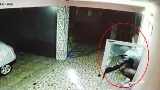 Surpris lors d'un vol dans une boutique : l'intrus, piégé, lance des bouteilles sur le commerçant et sa famille