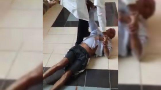 Vidéo montrant un vieil homme qui est «traîné de force» dans un hôpital : l'infirmier s'explique