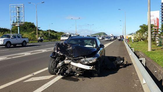 Accident : collision entre deux voitures à Ebène ce matin