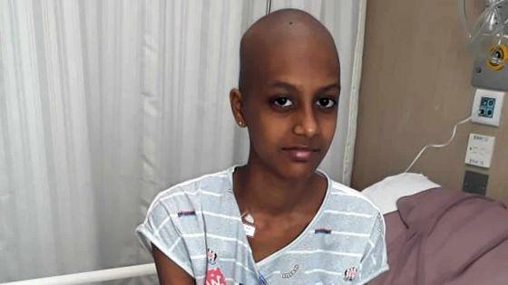 Atteinte d'une tumeur à la jambe : Suhayma a besoin d'argent pour son traitement