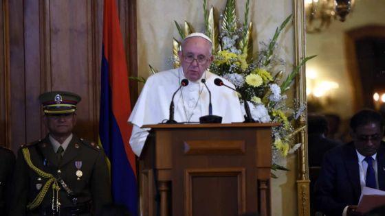 À la State House : le pape plaide pour «une meilleure répartition des revenus»
