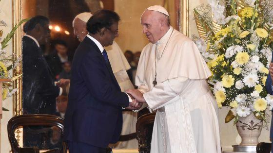 Ambiance à la State House : quand le pape revêt les habits de chef d'État