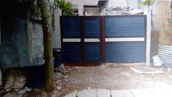 Après que son voisin eut fermé un passage commun : des usagers défoncent une barrièrepour passer par sa cour