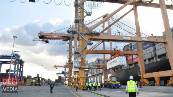 Port : huit des 11 empileurs sont en panne