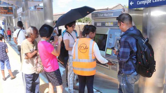 Premier jour de tarification : àbord du Metro Express